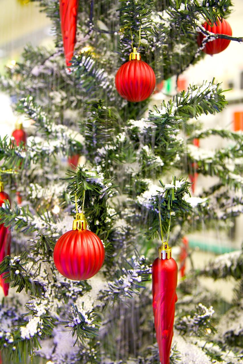 Tannenbaum mit Weihnachtskugeln